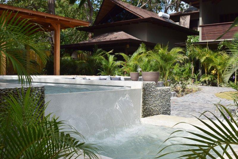 Apartment 'Estrella' - Tropical Poolside, vacation rental in Santa Teresa