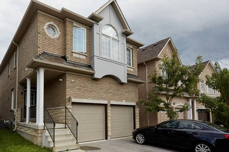 Luxury  4 bedroom house in heart of Richmomd Hill, vacation rental in Markham