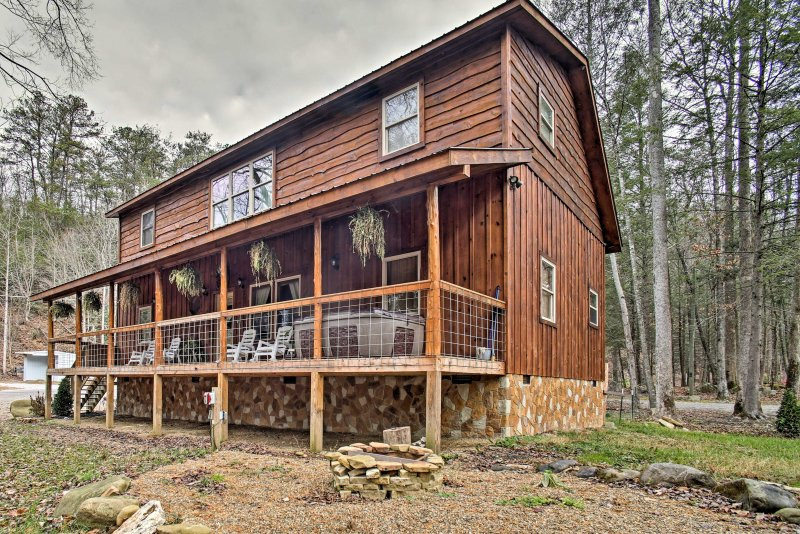 Retreat to the Tennessee mountains at this Gatlinburg vacation rental cabin!