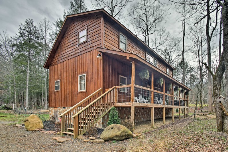 This Gatlinburg home is the perfect destination for your next mountain getaway!
