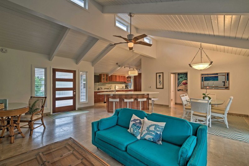 Step inside this luxurious vacation rental house and relax in Waikoloa Village!