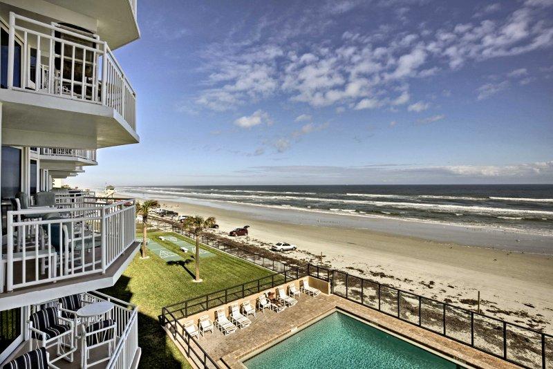 Fuja para Daytona Beach neste 2-cama, 2 banho condomínio de férias.