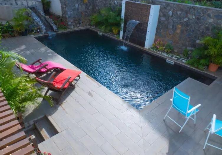 Studio climatisé de standing de 30 m² avec piscine et varangue, casa vacanza a Saint-Pierre