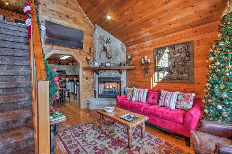 El interior de 1.500 pies cuadrados ofrece todas las comodidades del hogar.