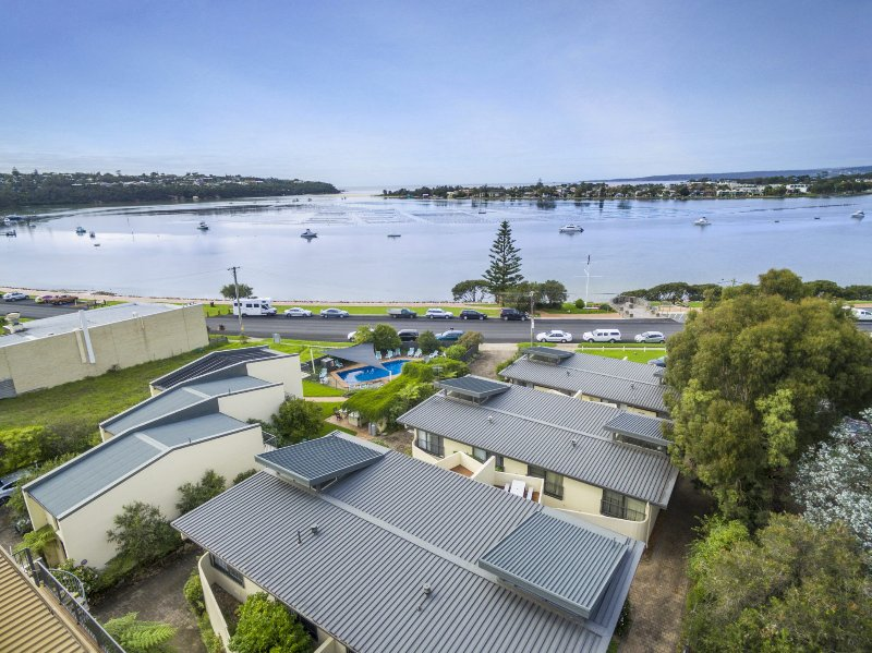 Penguin Mews 3 - In the heart of town with lovely lake views, holiday rental in Merimbula