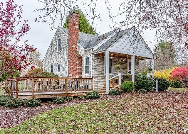 Updated Homestead w/ 2 Homes, Outdoor Living - Minutes to Black Mountain, alquiler de vacaciones en Ridgecrest