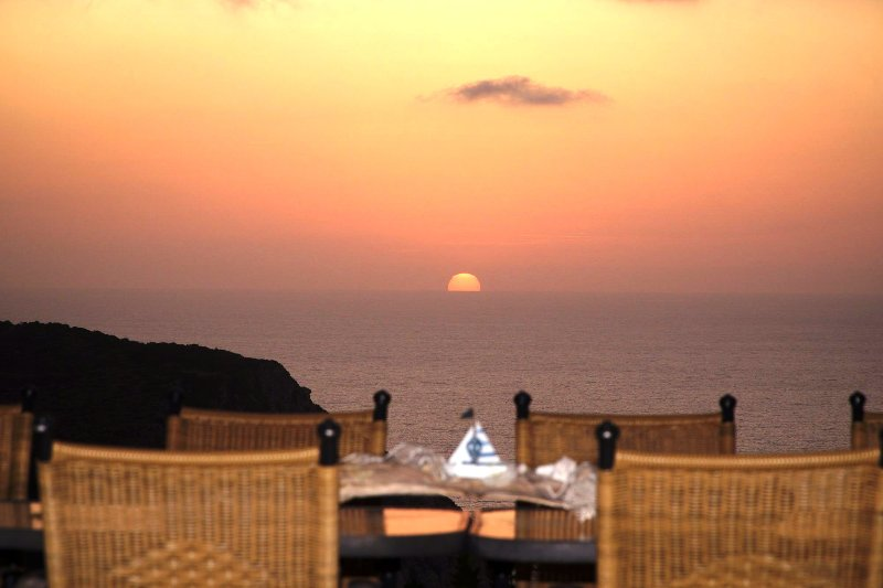 2-Levantes apaertment (top floor) - A luxury apartment above Petani Beach, location de vacances à Atheras