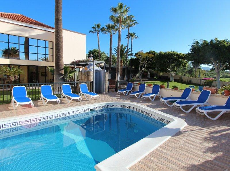 piscina climatizada con sistema de contracorriente