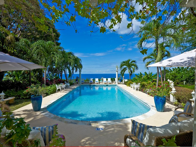 Impressive 4 bedroom villa with large private pool, vacation rental in Holder's Hill