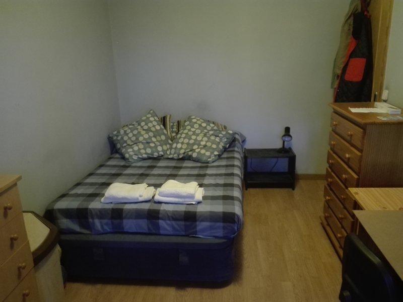 Big double bedroom CITY CENTER & Wifi,, location de vacances à Coslada