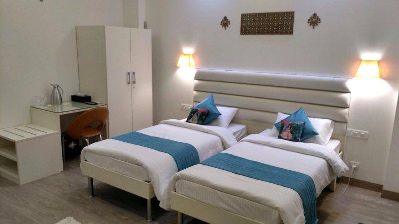 bed n breakfast Deluxe 1, vacation rental in Gurugram (Gurgaon)