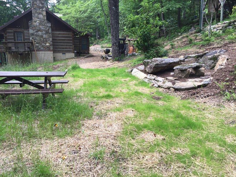 4acres di sentieri privati, stagni, pic-nic, campeggio, e le zone di cottura.