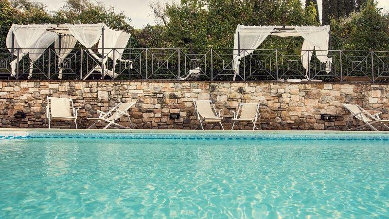 Luxury Villa Nuba,salt water pool,jacuzzi,panoramic terrace,wifi,5 min. downtown, Ferienwohnung in Perugia