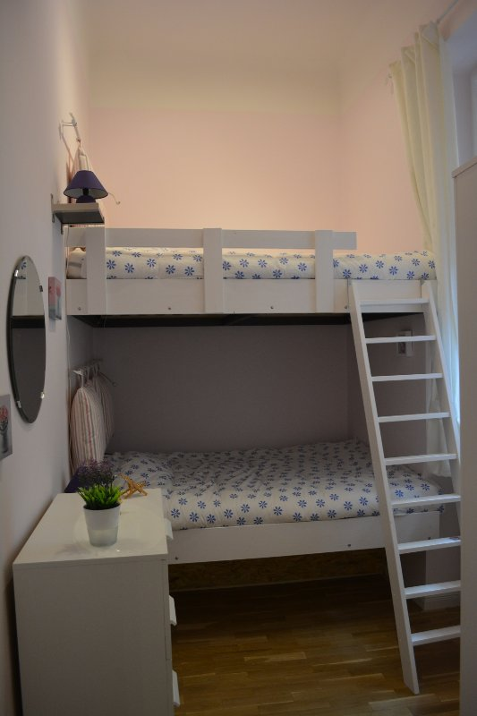 Chambre rose: 2 lits pour 2 personnes