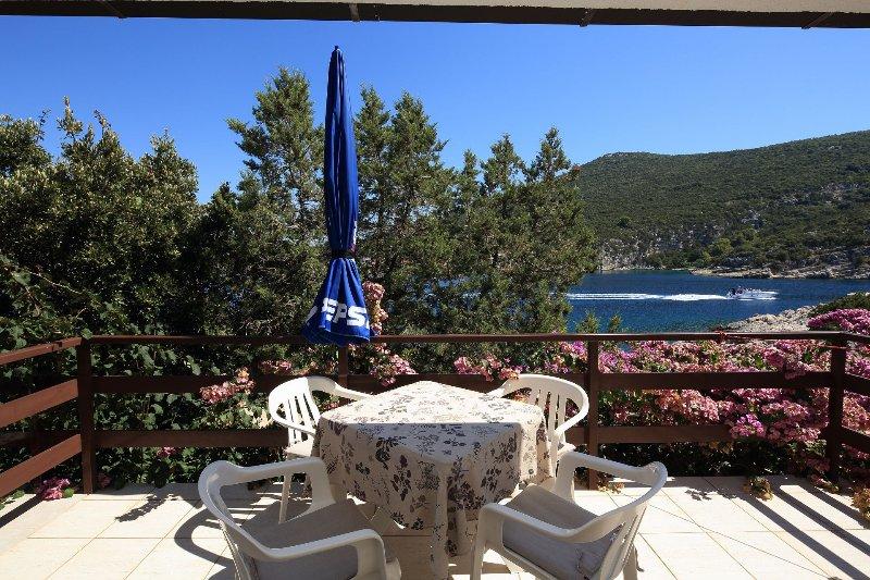 Grozdana - 5 m from sea: SA1 - Martina(2+1) - Cove Pokrivenik, holiday rental in Pokrivenik