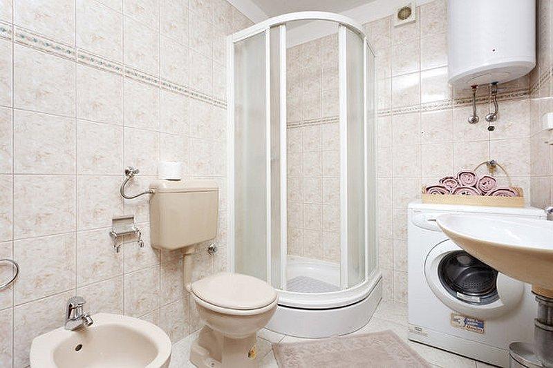 A2 (4 + 2): Bad mit WC