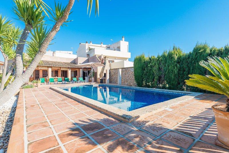 BUENOS AIRES - Villa for 8 people in MANACOR, vacation rental in Son Macia
