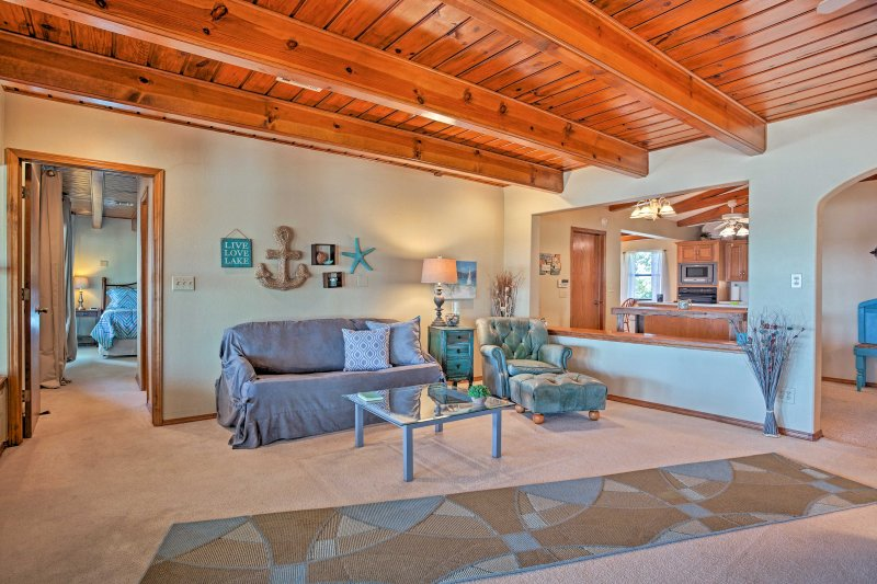 This home boasts 2,100 square feet of living space and accommodates up to 14!