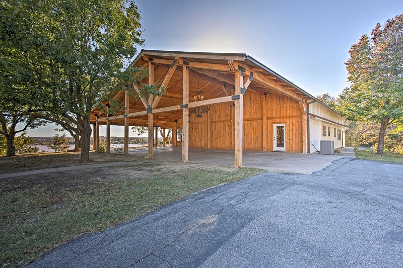 This lakeside property is the perfect destination for your next vacation!