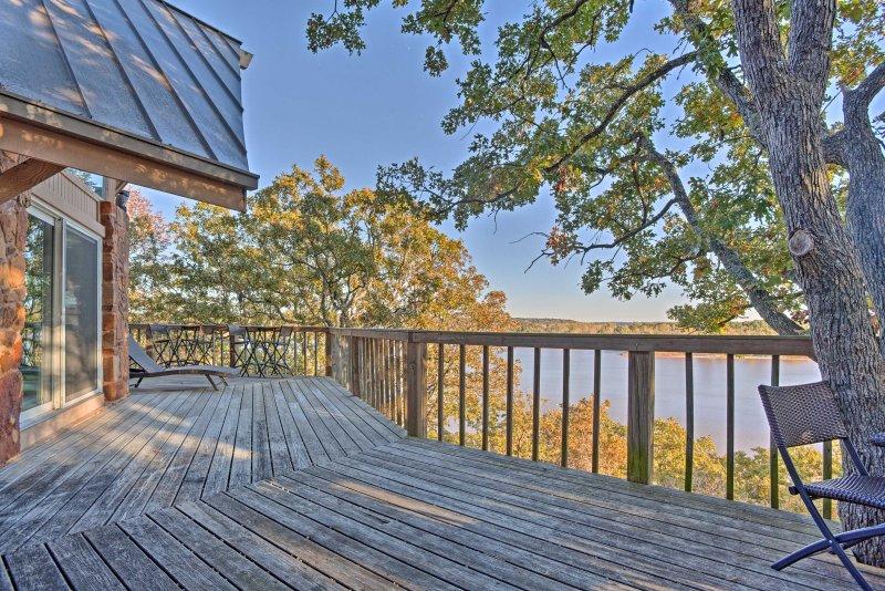 Escapar a esta hermosa 3 dormitorios, 3,5 baños frente al mar lago Keystone propiedad en Cleveland!
