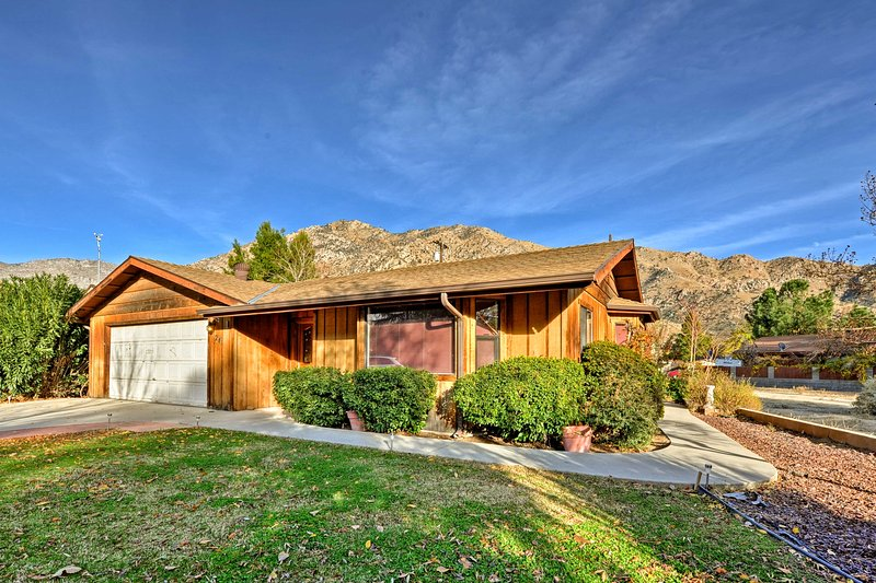 Take a trip out West at this vacation rental house in Kernville!