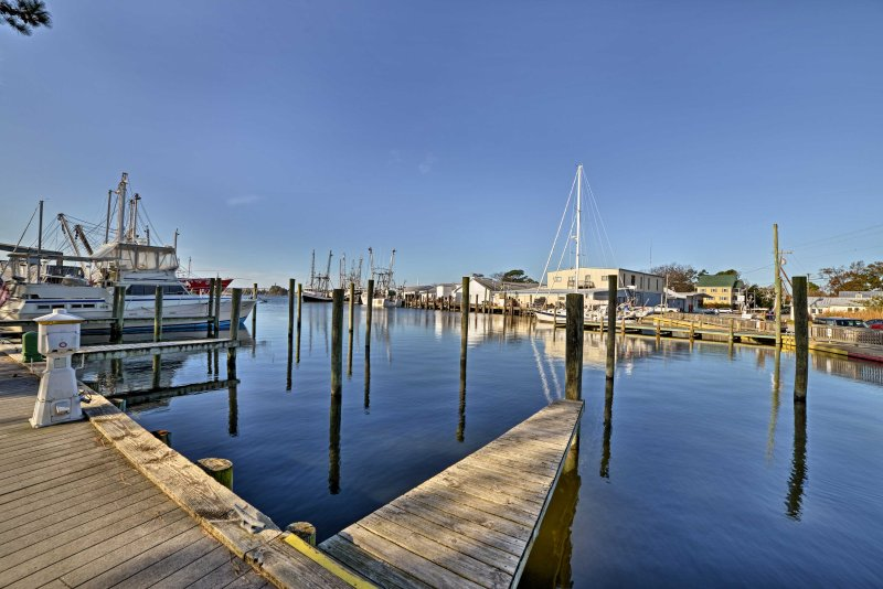 The property is 400 feet from Clancy Marina, offering a public boat launch.