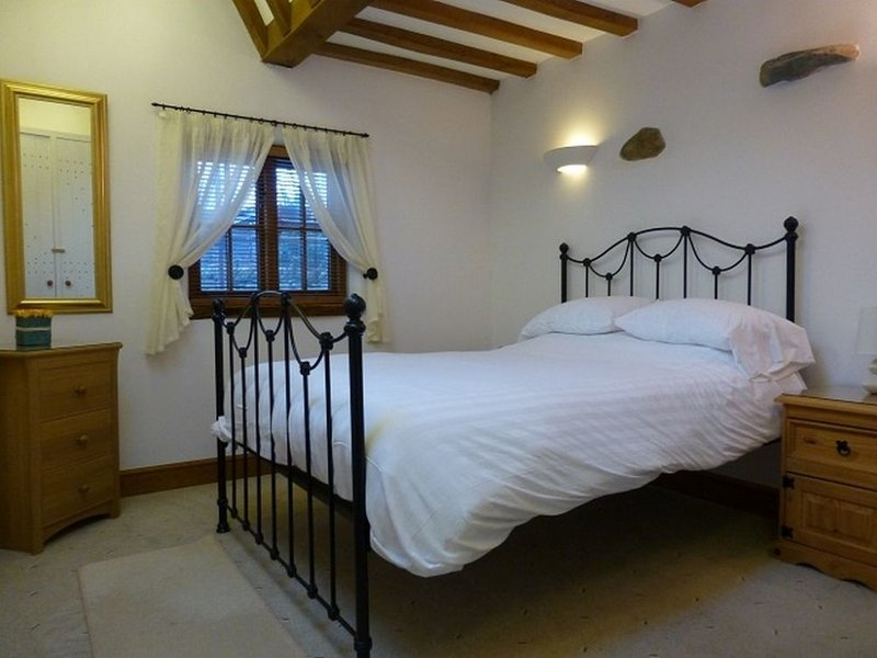 SWALLOWS BARN, barn conversion, modern, wi-fi. Ref: 972531, holiday rental in Askham