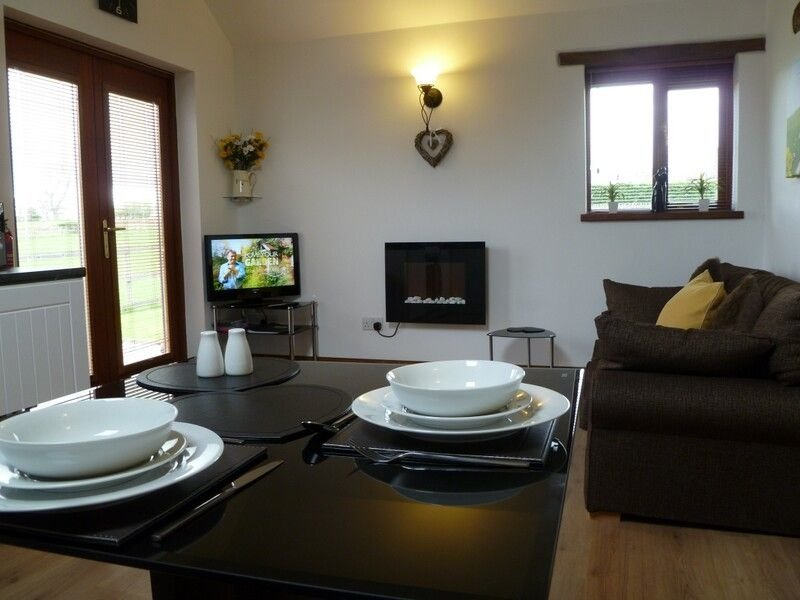 BUTTERCUP COTTAGE, parking, garden, WiFi exposed beams, in Catterlen Ref 972474, holiday rental in Penrith