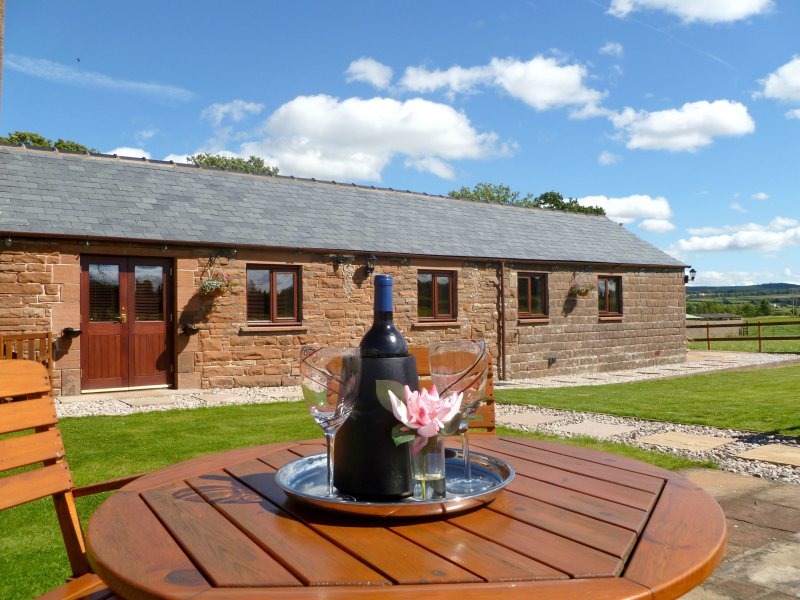 DAISY COTTAGE, patio garden, private parking, rural setting in Catterlen nr, alquiler vacacional en Penrith