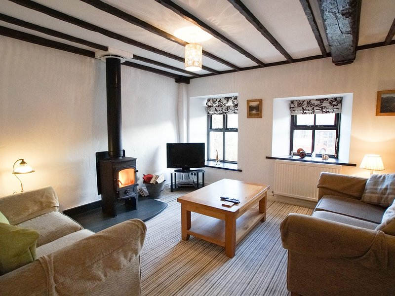 LAUREL COTTAGE, beautiful and character, en-suote facilities, in Spark Bridge, holiday rental in Kirkby in Furness