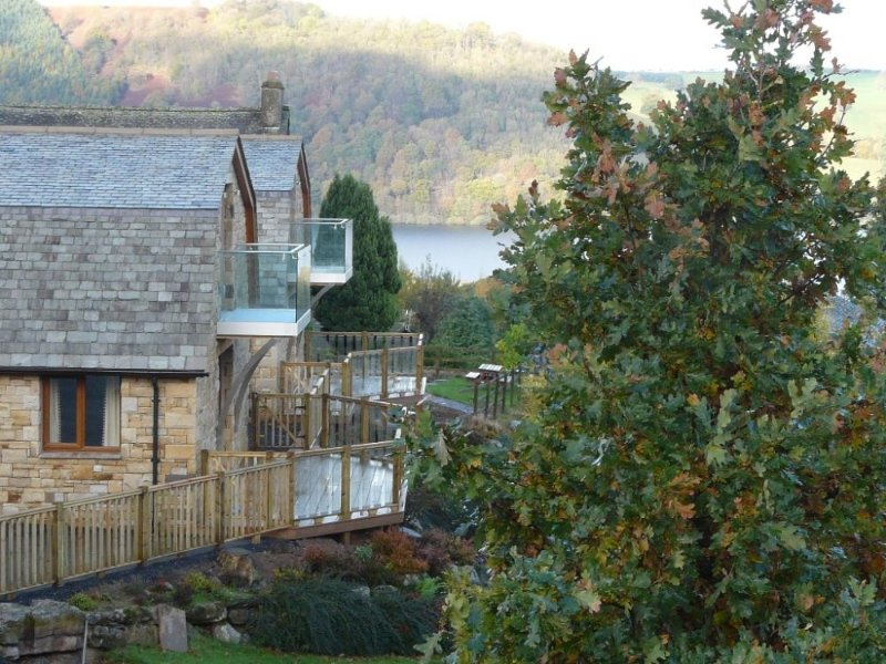 REDWOOD LODGE, wonderful views, contemporary and stylish, open-plan, in Pooley, holiday rental in Askham