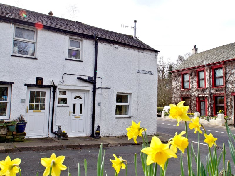 BRIGHAM ROW, traditional cottage, WiFi, pet friendly, great location, in, vacation rental in Castlerigg