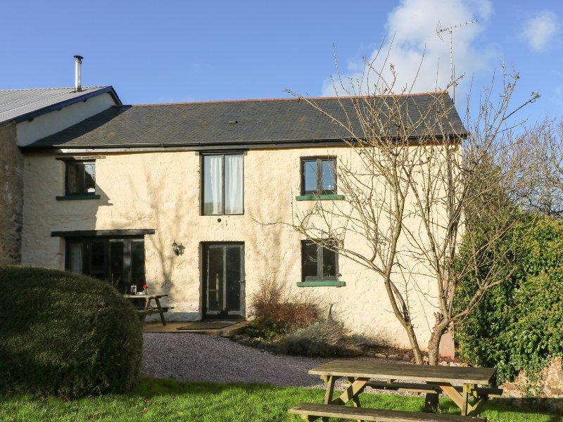CARTHORSE COTTAGE, indoor pool, games room, underfloor heating, Ref 961472, vacation rental in Bovey Tracey