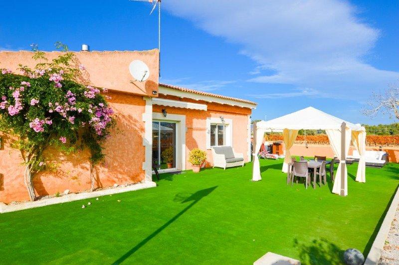 Casa con piscina cerca de la playa, vacation rental in Buger