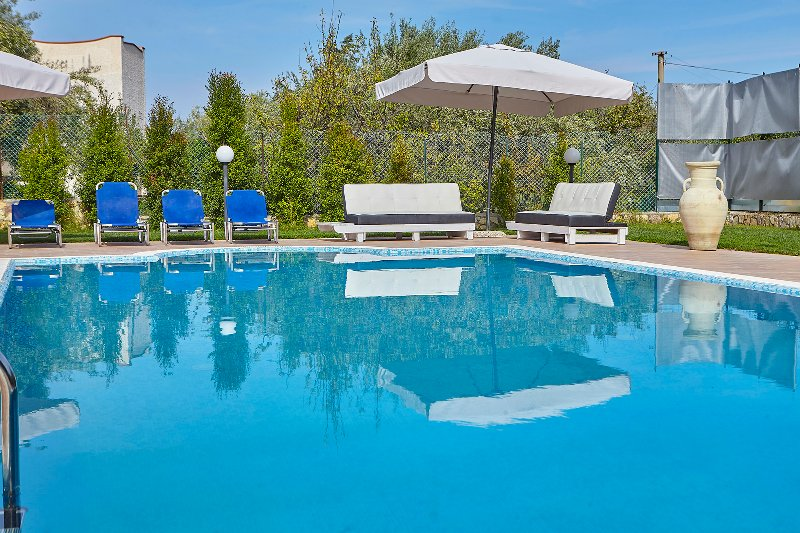 Villa Lea with pool and garden, near the sea, holiday rental in Ciminna