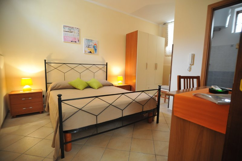 Beb located on Corso Vittorio Emanuele with air conditioning and free WiFi.