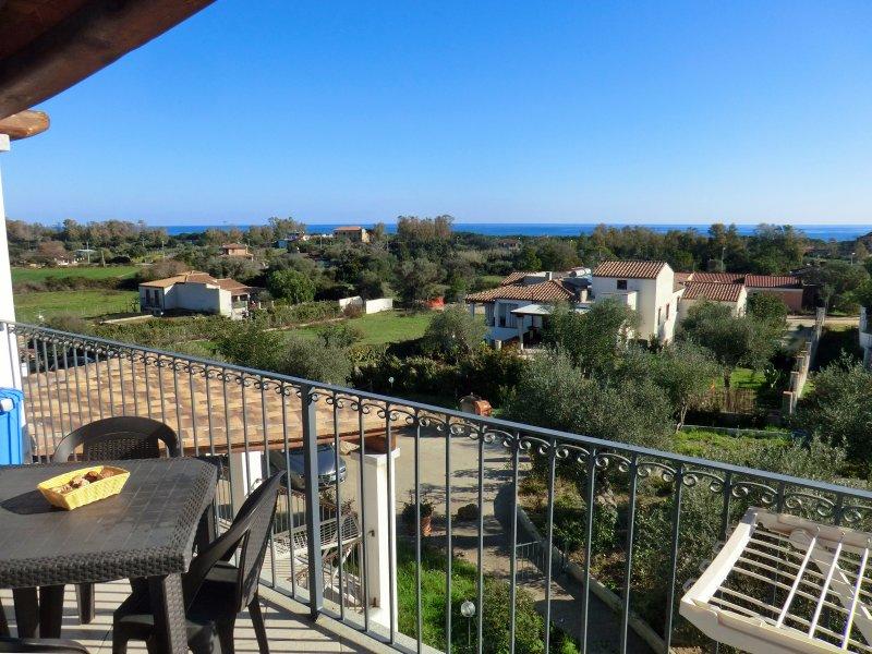 Bilocale 11A con verande vista mare, holiday rental in Bari Sardo