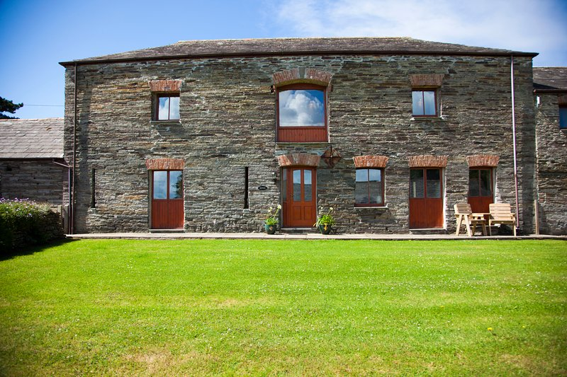 Treleigh Manor Farm Barns, holiday rental in Padstow