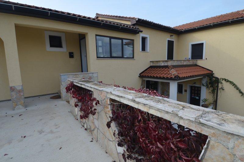 APARTMENT LARA, holiday rental in Bibici