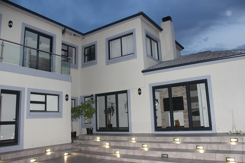 Beautiful home near Cape Winelands, holiday rental in Trawal