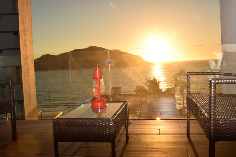 Luxury apartment overlooking the Sea 100% furnished with spectacular sea views