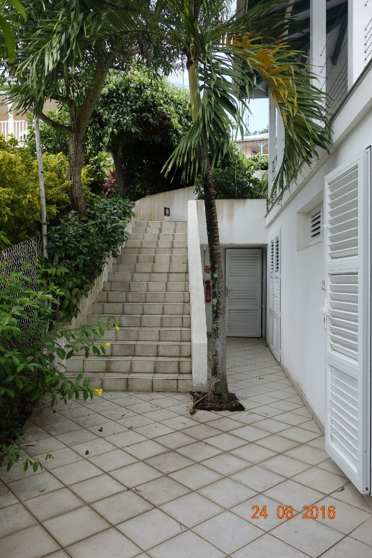Staircase access to T3 apartment