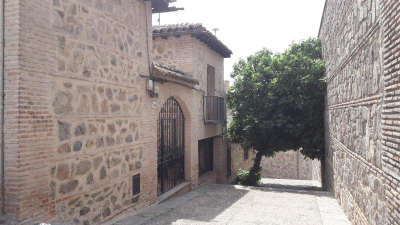 CASA DE BISAGRA. Casa completa: Casco Histórico. Fácil acceso y aparcamiento., location de vacances à Bargas
