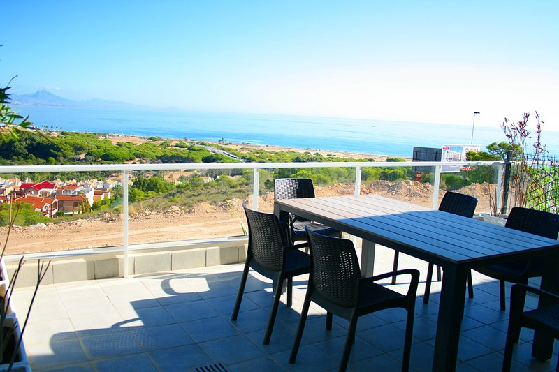 Luxury apartment with fantastic sea view, heated pool and jacuzzi´s, holiday rental in Gran Alacant