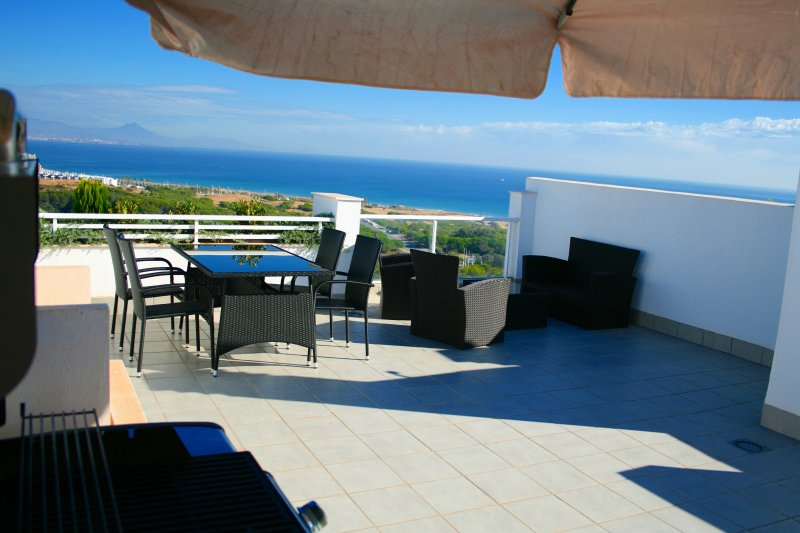 Luxury apartment with fantastic sea view, big solarium, heated pool and jacuzzis, holiday rental in Gran Alacant