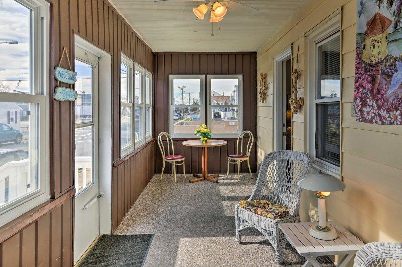 ¡Descubra la costa de Jersey en esta casa de 3 dormitorios y 2 baños en Seaside Heights!