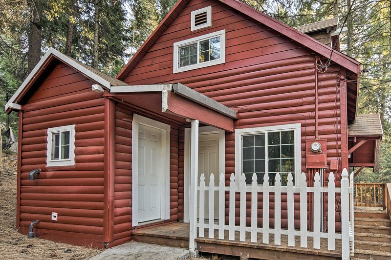 Runaway to the great outdoors at this Pollock Pines vacation rental cabin.