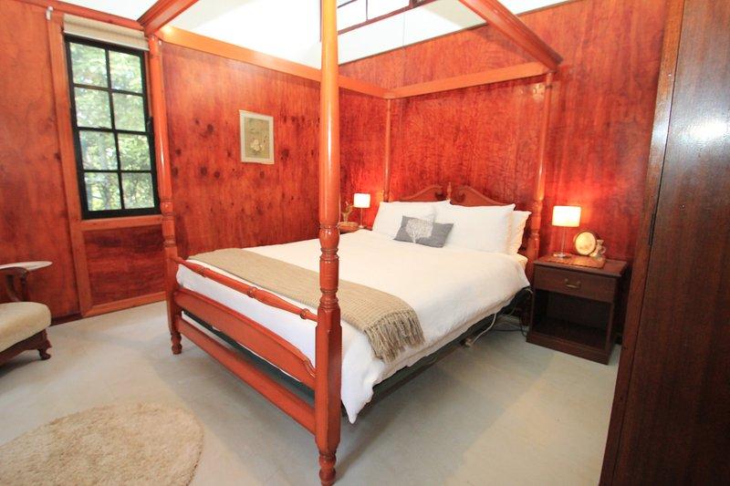 Lovely Leura Holiday Home - Hansel Cottage Leura, holiday rental in Leura