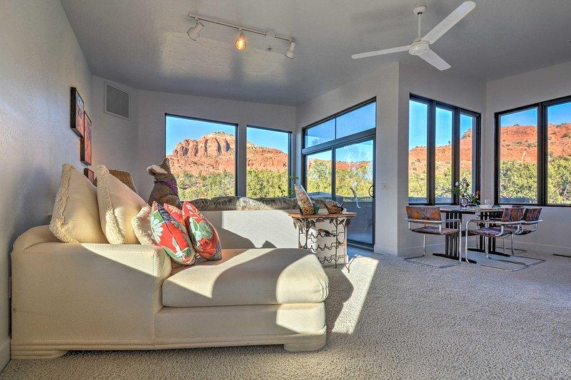 2-Acre Sedona Casita w/ Deck & Red Rock Views!, holiday rental in Village of Oak Creek