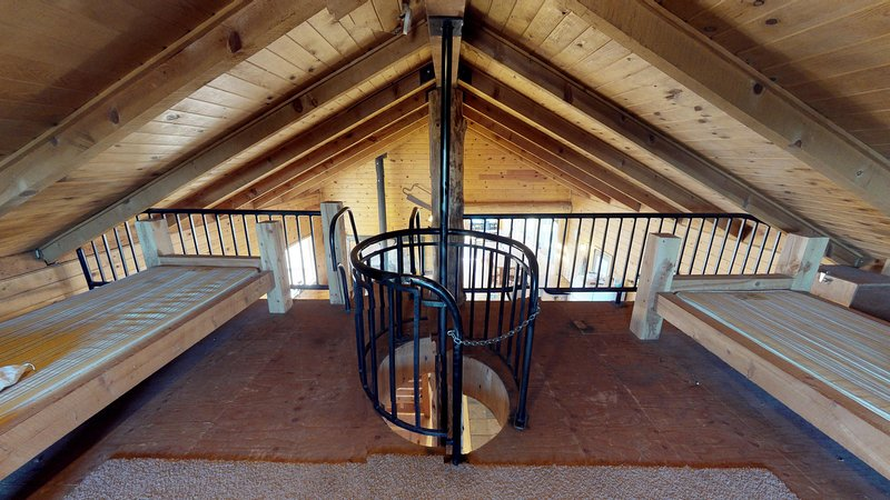 Lodge, Loft w/ extra sleeping space and fireman's pole